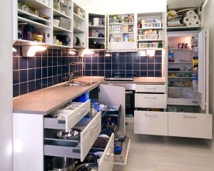 750px-White_kitchen_with_cabinet_doors_and_drawers_opened_or_removed_so_that_real-life_stuff_can_be_seen_in_cabinets